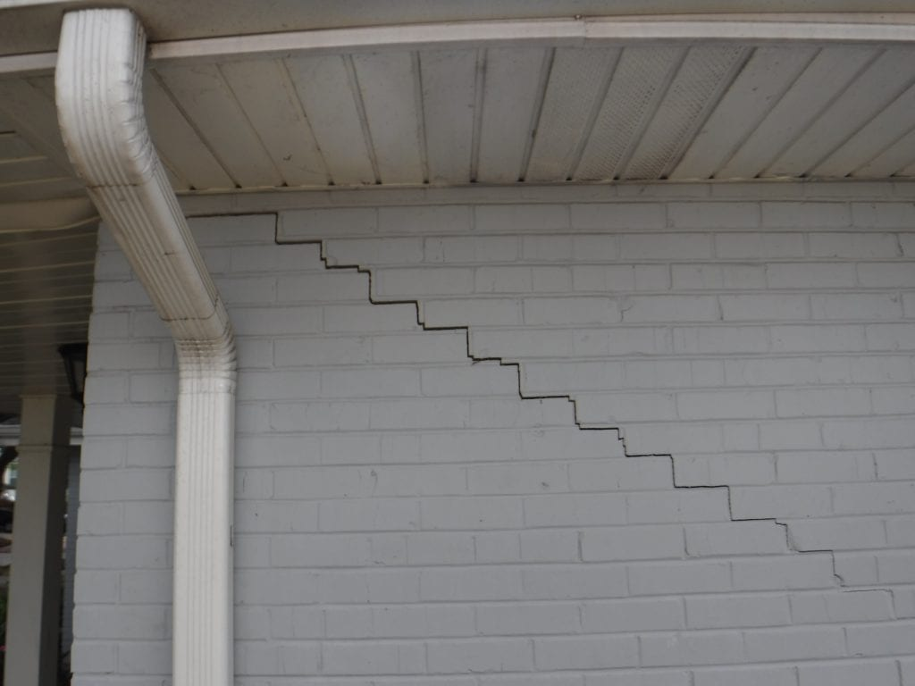 White wall | House Leveling Company in Chalmette